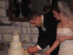 Groom_cuts_the_cake