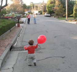 Red_balloon_walk