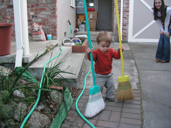 Sweeping_at_15_months